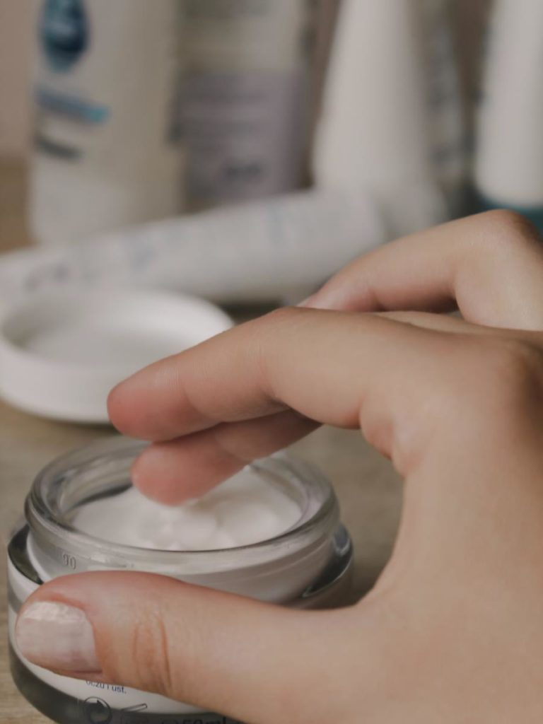 Skóra atopowa musi być regularnie natłuszczana i oczyszczana